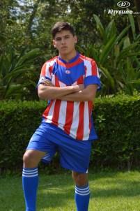 hombre con uniforme de futbol